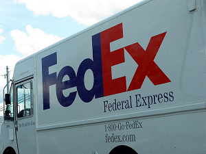 fedex truck shipping the nexus 5x